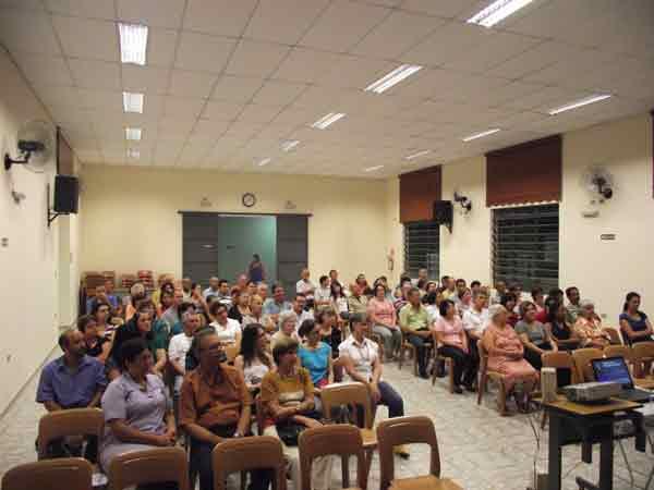 Você está vendo imagens do artigo: Fotos da Palestra de Júlia Nezu sobre Bioética - Nov/10